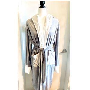 NWOT Velvet Velour type hooded Robe Light grey